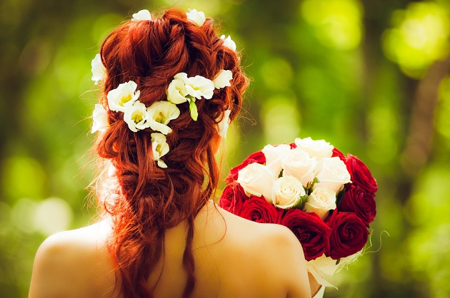 Matching bouquet and hair accessories